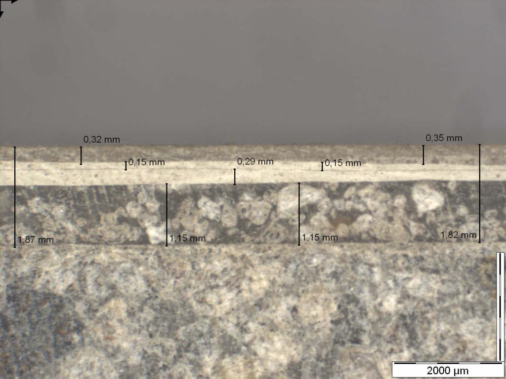 Mikroskopische Aufnahme zur Bestimmung eines Beschichtungsaufbaus auf Beton Schichtdicken der einzelnen Lagen